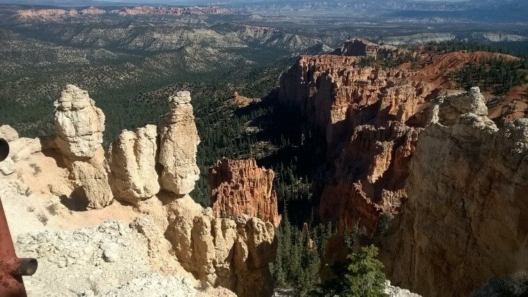 """El nombre indio de Bryce Canyon se traduce como """"rocas rojas de pie como hombres en un hueco en forma de cuenco"""" - Hoodoos, Bryce Canyon"""